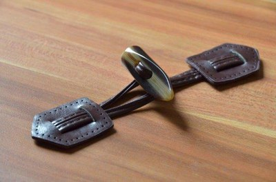 Leather horn toggle/snap button for coat